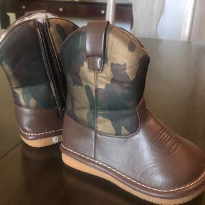 Camo baby boots camouflage infant shoes Sz 6 NWOT
